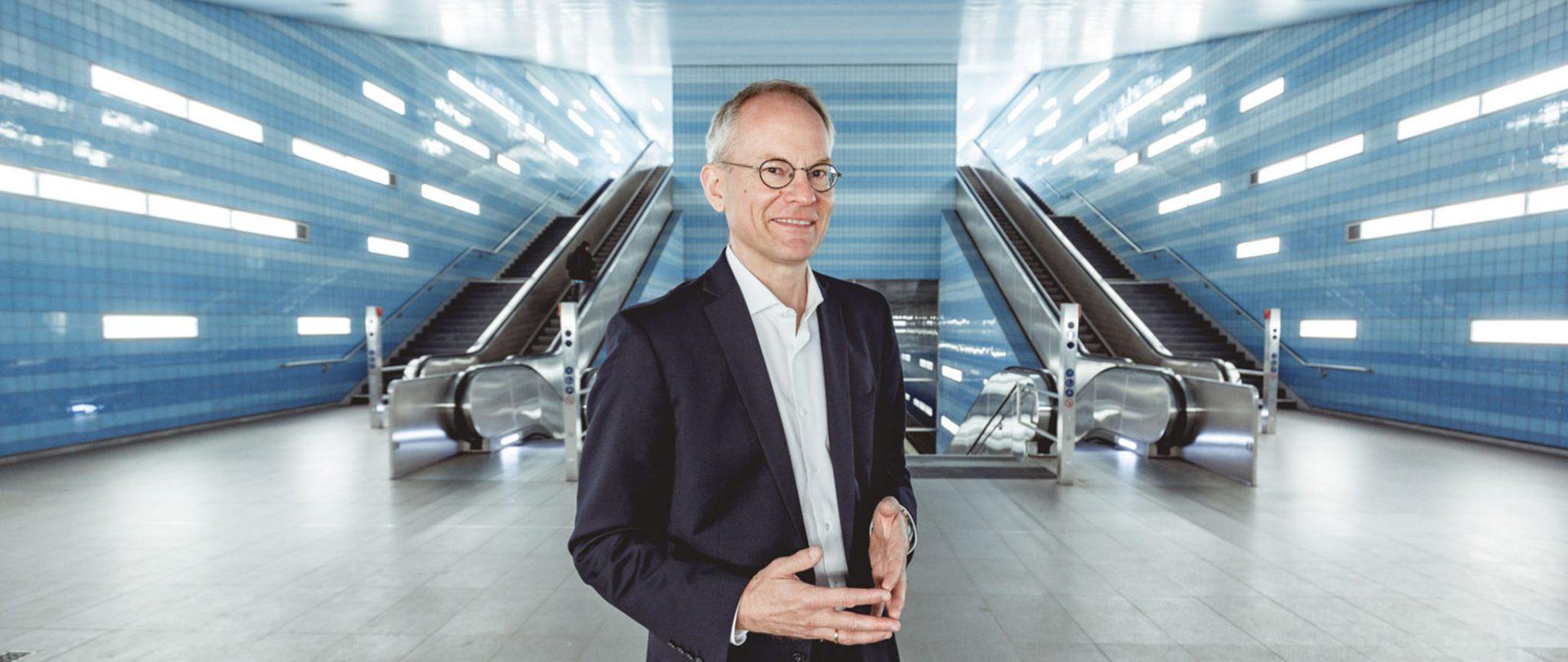 Dr. Stefan Kramer in U-Bahn-Station